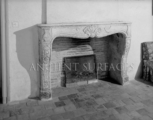 Antique Parisian stone Fireplace 'Cheminée antique parisienne en pierre' Louis XV