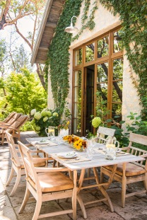 -Kelso Dining Chairs-Kelso Lounge Chairs-Kelso Square Folding Dining Tablein the terrace of aCountry House in Sonoma;Designer: The Wiseman GroupLandscape: Marta Fry
